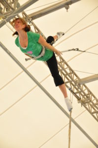 trapeze, flying trapeze, split